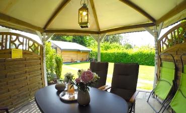 Ihr überdachter Pavillon im Garten...